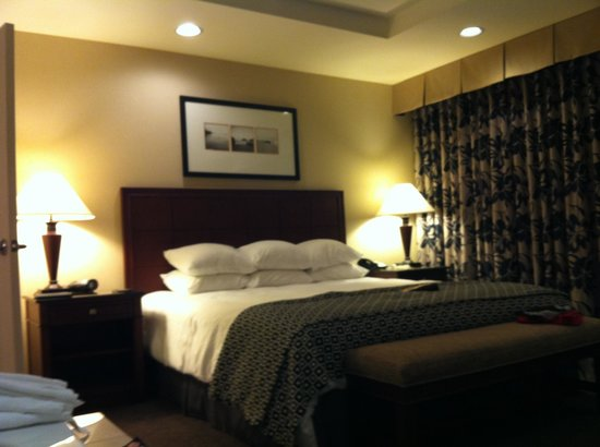 Empress Hotel of La Jolla:                   Comfy king-size bed
