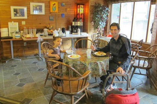 Chalet Europe Hotel - Radium Hot Springs:                   Delicious breakfast
