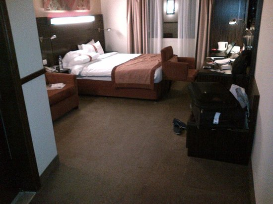 Holiday Inn Express Dubai-Internet City:                                     My Single bed room