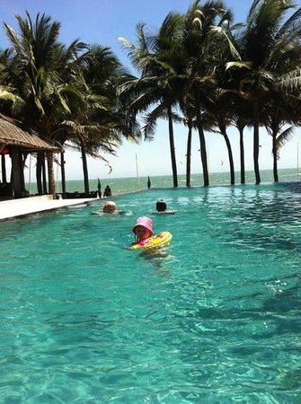 SUNSEA RESORT: poolen vid restaurangen