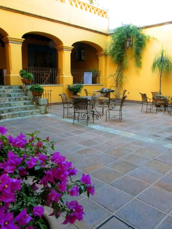 Hostal de la Noria:                   back courtyard of the hotel