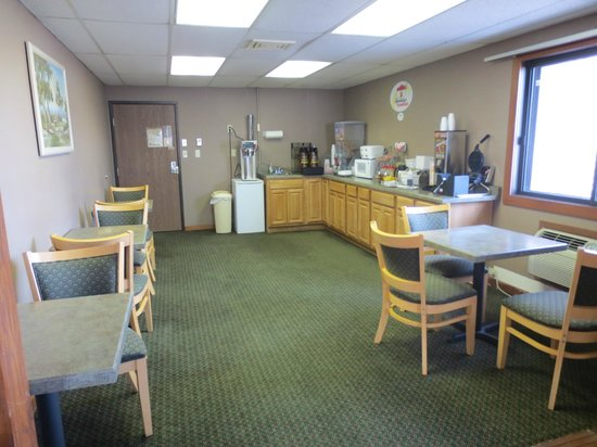 Super 8 Hartford: Updated Breakfast Room