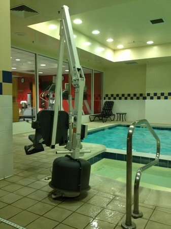 Hilton Garden Inn Richmond Innsbrook:                   handicap accessible :)