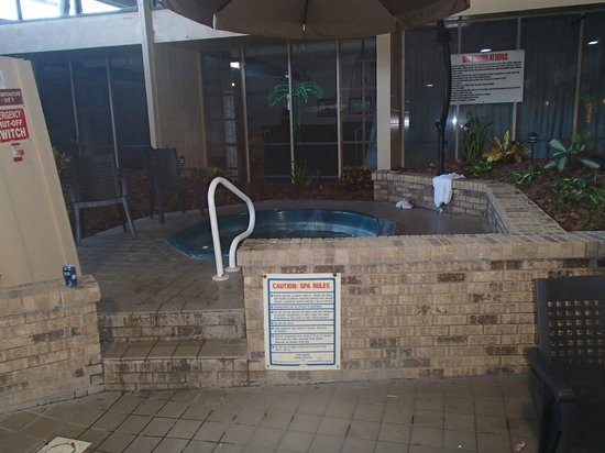 Quality Inn Omaha:                   Hot tub was very low on water, staff did not know what to &#39;do&#39; about it.  Beer