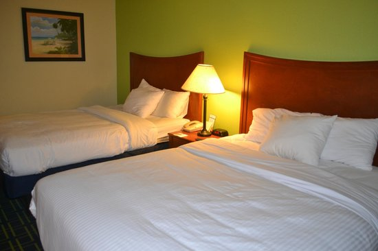 Emerald Coast Inn &amp; Suites: Nice and Soft beds and Pillows