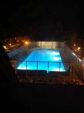 Mystic Springs Chalets & Hot Pools:                   cold outside warm in pool!