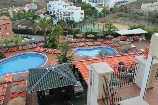 Hotel & Spa Benalmadena Palace:                   View to the pool.