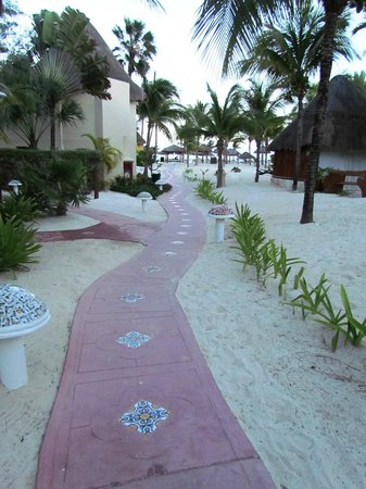 Mahekal Beach Resort:                   grounds