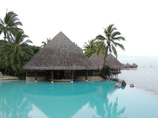 InterContinental Resort Tahiti:                   Swim Up Bar