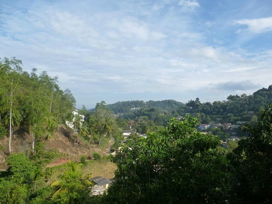 Kandy View Hotel:                   Views onto town