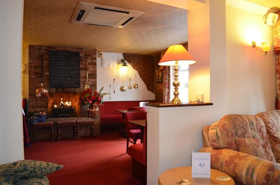 The Walnut Tree Hotel:                                     Cosy lounge