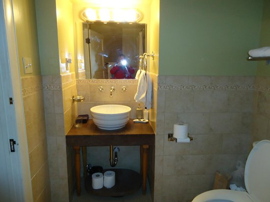 Downtown Historic Bed & Breakfasts of Albuquerque: Sink area