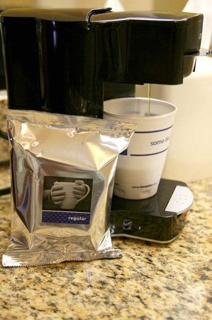 Hampton Inn St. Louis - NW I-270: In-Room Coffee/Tea Maker