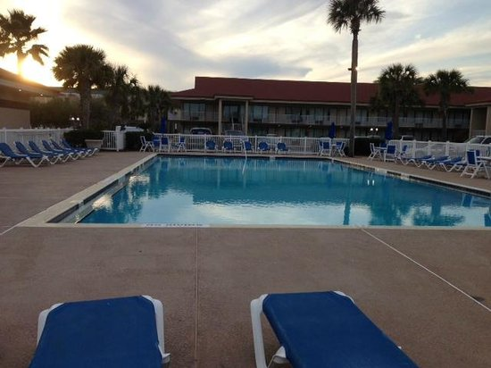 Days Inn &amp; Suites Amelia Island: pool