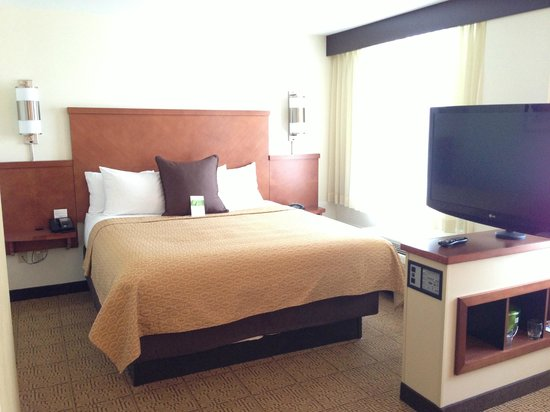 ‪‪Hyatt Place Seattle/Downtown‬: King sized bed room‬