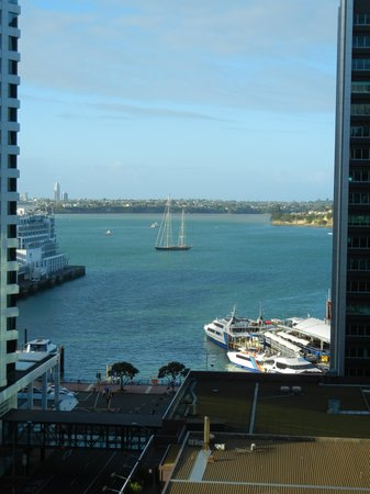 Quay West Suites Auckland:                                     Harbor view