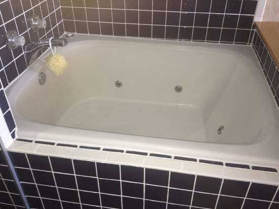 Nags Head Inn:                   Tub