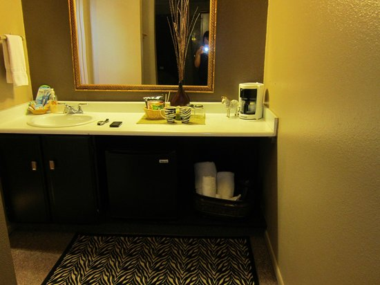Alder Inn: Vanity area