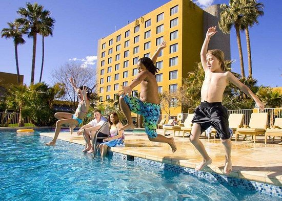 Doubletree by Hilton Tucson - Reid Park: Family Fun Getaways