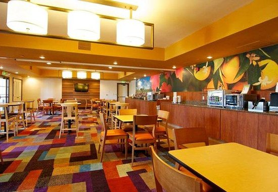 Fairfield Inn Anaheim Hills: Breakfast Dining Area