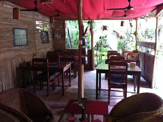 Babel Siem Reap Guesthouse: Cafe bar