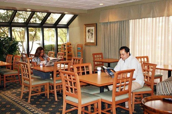 Hampton Inn Fairfax City: Breakfast Dining Area