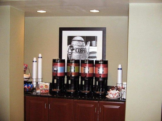 Hampton Inn Fairfax City: Coffee Station