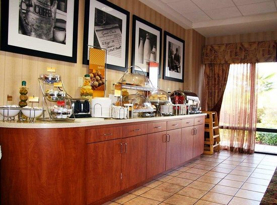 Hampton Inn Natchitoches: Breakfast Area