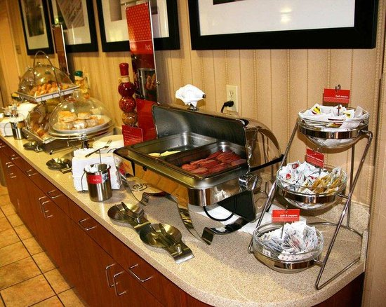 Hampton Inn Natchitoches: Hot Breakfast Area