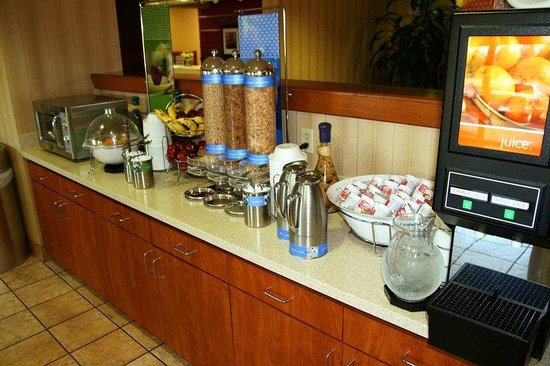 Hampton Inn Natchitoches: Cold Breakfast Area