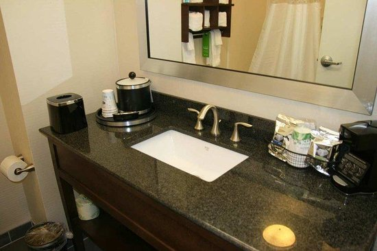 Hampton Inn Natchitoches: Guest Room Bathroom