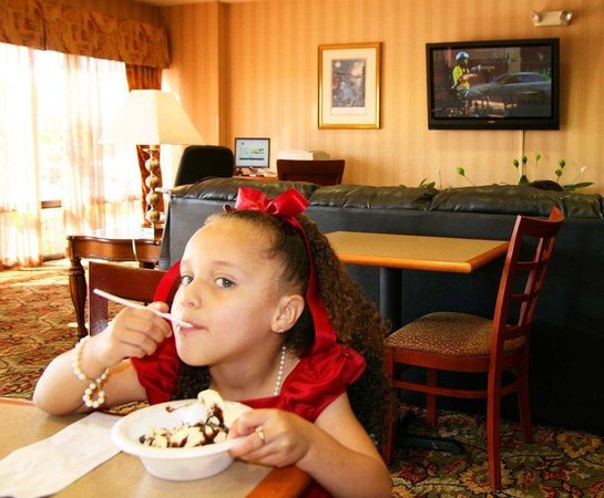 Hampton Inn Natchitoches: Ice Cream Party