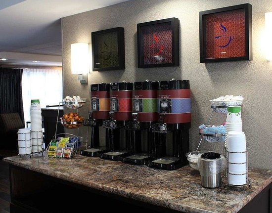 Hampton Inn Hilton Head: Coffee Station
