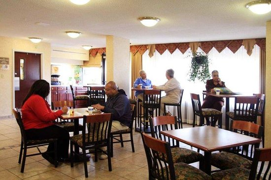 Hampton Inn Huntsville: Breakfast Dining Area