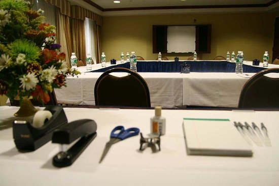 Harrison, NJ: Meeting Room