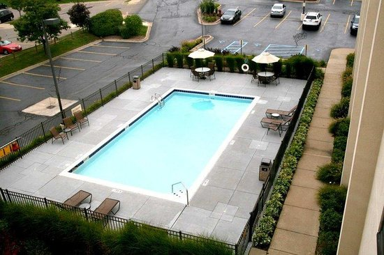 Hampton Inn Detroit Northville: Outdoor Pool