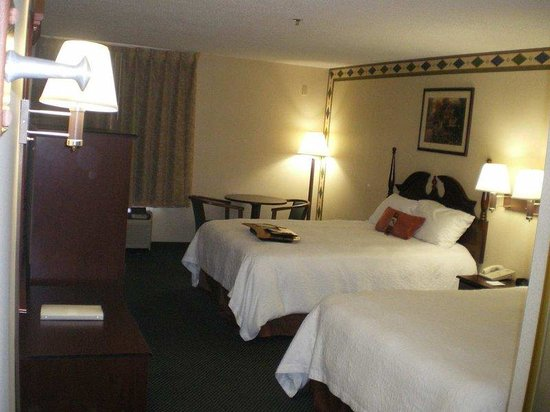 Hampton Inn Kerrville: Two Queen Room