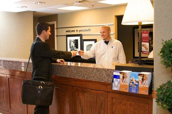 Hampton Inn Prescott: Front Desk