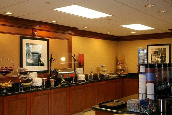 Hampton Inn & Suites Frederick-Fort Detrick: Breakfast Area