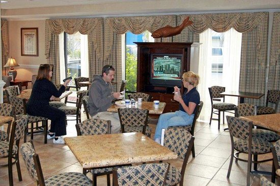 Hampton Inn Panama City Beach : Breakfast Dining Area