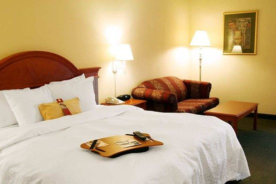 Hampton Inn Quakertown: King Study