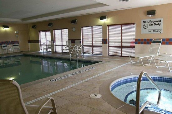 Hampton Inn Napanee-Ontario: Pool &amp; Spa