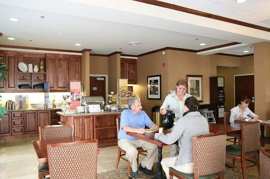 Hampton Inn Napanee-Ontario: Breakfast/Lobby