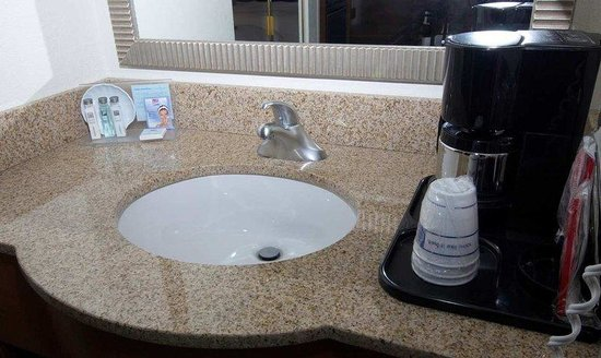 Hampton Inn Monroe: New Vanity Tops
