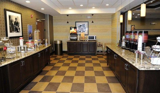 Hampton Inn Monroe: Breakfast Serving Area
