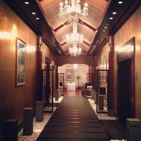 Shangri-La Hotel: Entrance to  the Chinese Restaurant