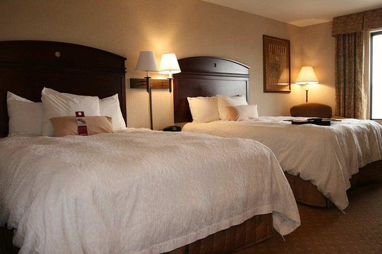 Hampton Inn And Suites Gallup: Two Queen Guest Room