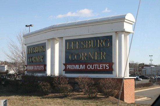 Hampton Inn and Suites Leesburg: Leesburg Corner Outlets