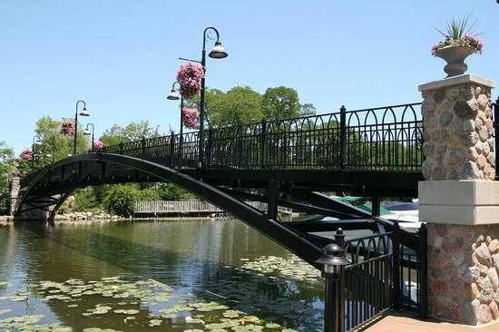 Hampton Inn - McHenry: McHenry Riverwalk Bridge