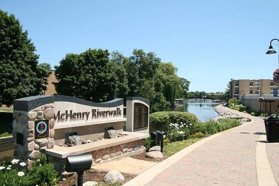 Hampton Inn - McHenry: McHenry Riverwalk